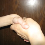 Для начала надо пожать друг другу руки - попросите малыша жать покрепче!